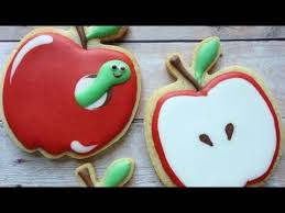 decorating cookies how to decorate apple cookies using royal icing