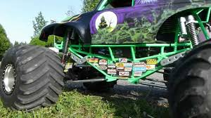 monster trucks videos crashes blast crash up toy cars son uva theme song son grave digger