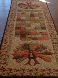 another easy fall table runner that shows gorgeous autumn prints