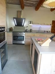 cuisiniste vaucluse cuisine design vaucluse 84 cuisine bois brut ilot central dekton