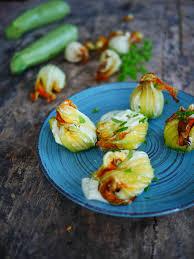 comment cuisiner les fleurs de courgettes fleurs de courgettes farcies fromage de chèvre et menthe