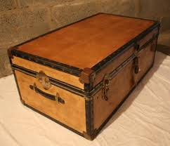 unusual vintage steamer trunk storage chest coffee table toy box