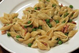 jamie oliver macaroni cheese pithy and cleaver jamie oliver s shell pasta with bacon and peas
