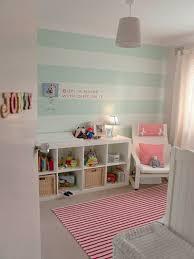 decoration chambre bebe fille originale idee peinture rayrues vert deau pour une chambre bebe fille