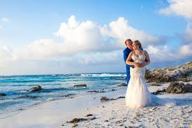 local wedding photographers is a wedding photographer included in most isla wedding
