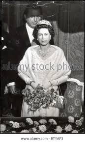 wedding gifts elizabeth hm elizabeth ii in 1967 wearing the lover s knot tiara