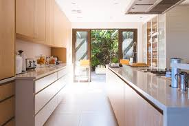 oak kitchen cabinets a comeback 7 trends we are seeing in kitchen cabinets milton ontario