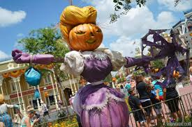 magic kingdom u0027s fall halloween decorations 2014 photo 1 of 37