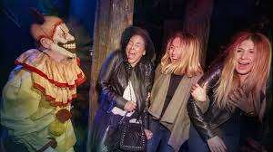 costumes halloween horror nights guest reactions from halloween horror nights 2016 youtube