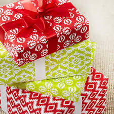 free patterned wrapping paper and gift wrapping tips