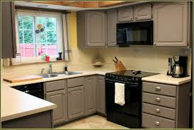 what color to paint kitchen cabinets in small kitchen