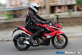 indian car on road pulsar rs 200 road test motorbeam indian car bike news review