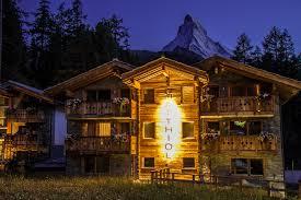 file abendansicht des hotel matthiol in zermatt mit matterhorn im