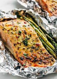cuisiner asperges préparez vous des papillotes de saumon et asperges pour manger sain