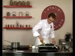 comment cuisiner le bar recette de bar rôti au laurier frais