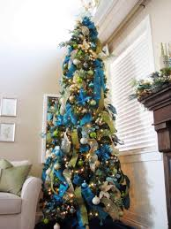 white christmas tree with blue and red decorations ash999 info