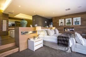 schlafzimmer mit bad moderne schlafzimmer ideen stilvoll mit designer flair