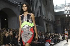 Brandname News Collections Fashion Shows by Armani Versace Add Italian Glitz To London Fashion Week
