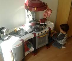 cuisine bebe bébé est plus équipé que maman pour la cuisine jeuxdimitation