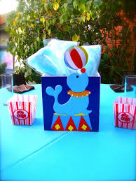 circus theme centerpiece blue cotton candy and popcorn boxes on