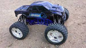 monster trucks in mud videos de monster truck 4 4 images about s on pinterest rc adventures