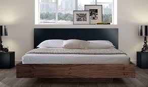chambre design scandinave lit scandinave en bois noyer 180x200 king size float