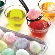 tye dye easter eggs with a paper towel vinegar u0026 food coloring