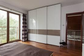 chambre sur cuisine modã le de placard de chambre design intã rieur et dã