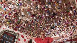 swansea grandmother sylvia pope has 2 000 christmas baubles bbc news