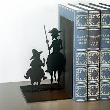 Be Right Back Bookend Balvi The Reader Decorative Metal Bookend In Black Colour