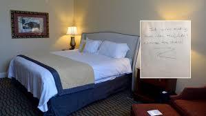 dans sa chambre le petit mot que personne ne veut avoir dans sa chambre d hôtel