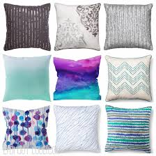 how to decorate with mixed print throw pillows