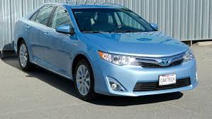 how does the toyota camry hybrid work 2012 toyota camry hybrid xle review roadshow