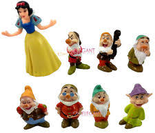 Disney 13 Piece Deluxe Snow White And The 7 Dwarfs Play Set Cake
