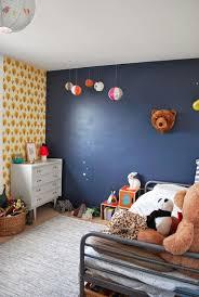 chambre peinte en bleu stunning chambre mur jaune moutarde ideas antoniogarcia info