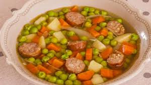 cuisiner des saucisses fum馥s soupe de petits pois aux saucisses fumées en morceaux recette par