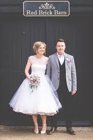 17 super sweet tea length wedding dresses for a retro bride