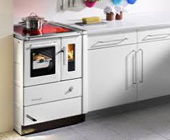 holzherd küche kochen mit holz und kohle wohnen news für heimwerker