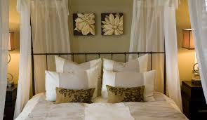 lovely and inspiring wall decorating ideas for your room amaza pretty canopy bed feats with easy wall decorating ideas and antique table lamps in romantic bedroom
