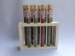 portaspezie legno porta spezie con provette di vetro e supporto in legno idea