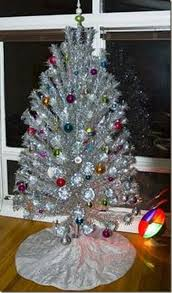 aluminum tree with color wheel high resolution coloring