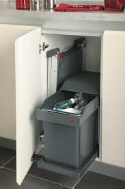 poubelle automatique cuisine poubelle automatique dans meuble table de lit a roulettes