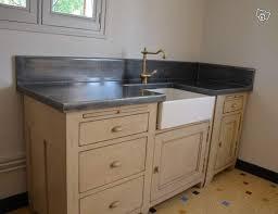 plan de travail cuisine en zinc plaque zinc pour plan travail le plan de toilette de ce meuble du