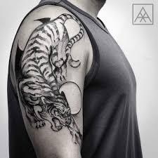 shoulder tattooo cool tiger tattoo on shoulder tattoos pinterest tiger tattoo