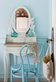 schlafzimmer hellblau wandfarbe schlafzimmer hellblau jugendzimmer mädchen schminktisch