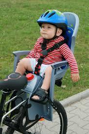 siege velo pour enfant a quel âge peux t on mettre bébé sur un siège vélo