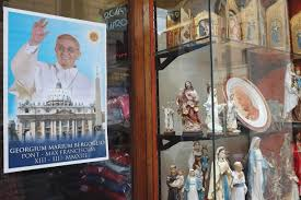 pope francis souvenirs photos pope francis celebrated with souvenirs