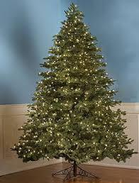 pre lit tree solves tangles ubergizmo