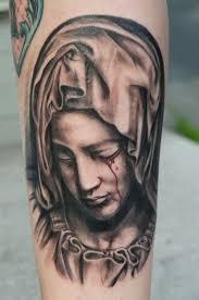 imagenes tatuajes de la virgen maria tatuaje en el antebrazo estatua de la virgen maría bien dibujada