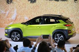 a look in and around the 2018 hyundai kona cnet page 11